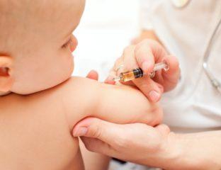 Bebê tomando vacina contra catapora