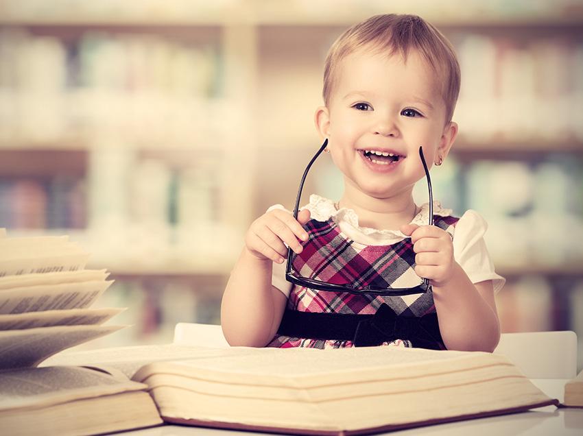 Crianças no berçário ou escola infantil