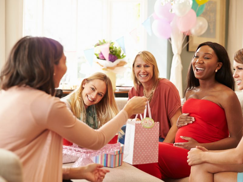 Comemorar as alegrias da melhor fase da vida com os amigos.