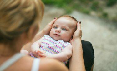 visão do bebê recém-nascido
