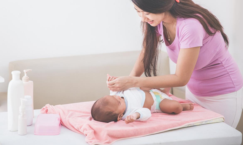 trocador do bebê - troca de fraldas
