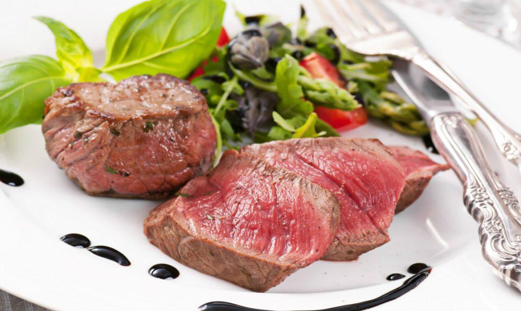 Alimentos proibidos na gravidez: carne crua