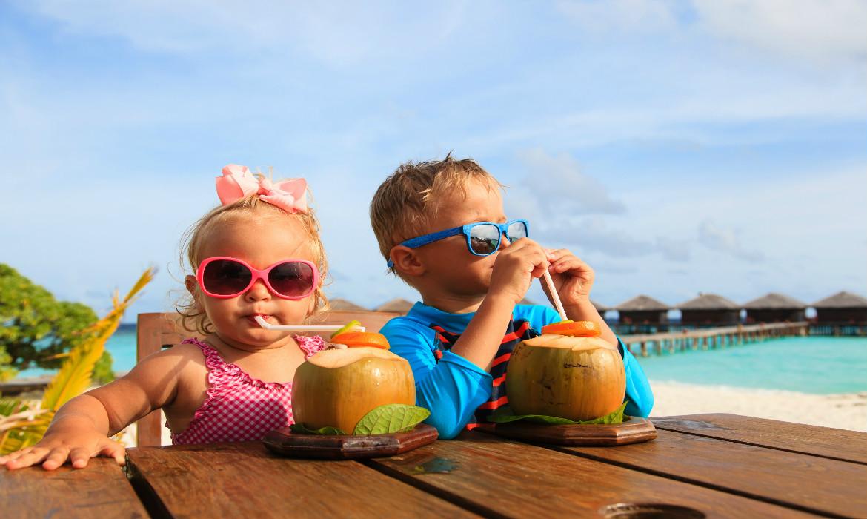Como manter a hidratação das crianças no verão