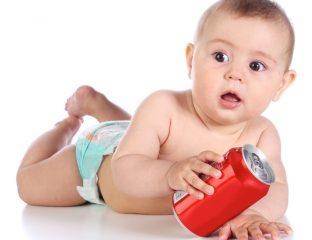 não dar refrigerantes para bebês