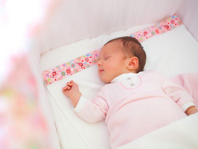 dicas sobre o sono do bebê. Bebê dormindo