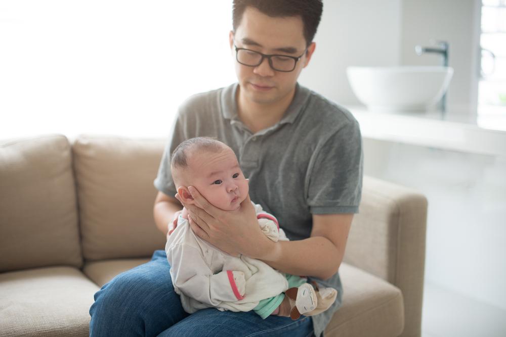 fazer o bebê arrotar