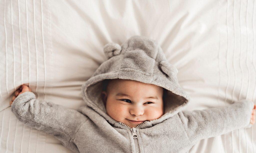 como vestir o bebê para dormir